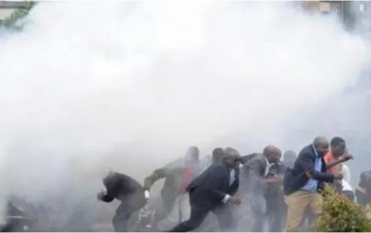 Police deployed in Nairobi CBD, teargas lobbed into the air as Nairobians Plan march to State House